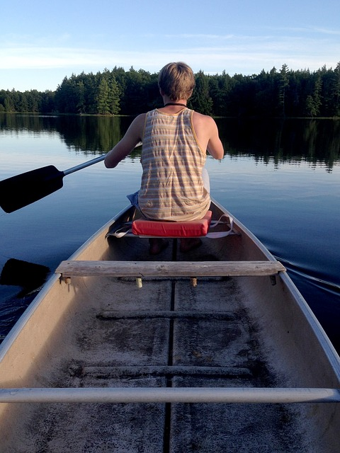canoe-1082130_640